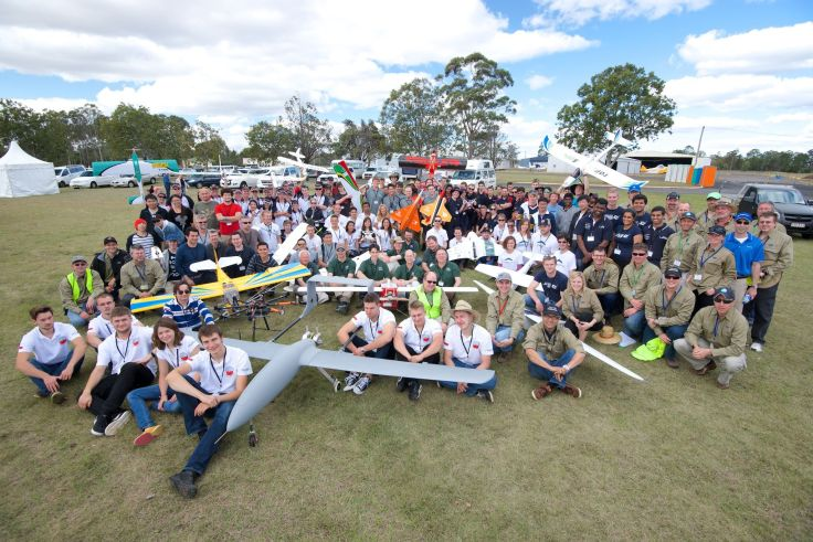 Group shot of all the teams at the challenge